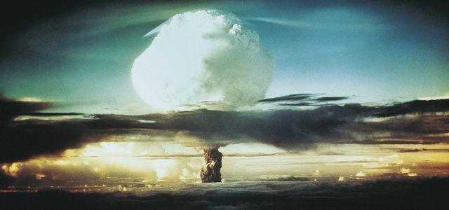 Koniec świata jest bliski. Kto na nim zarobi?