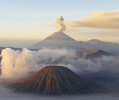 Erupcja wulkanu na indonezyjskiej wyspie Jawa