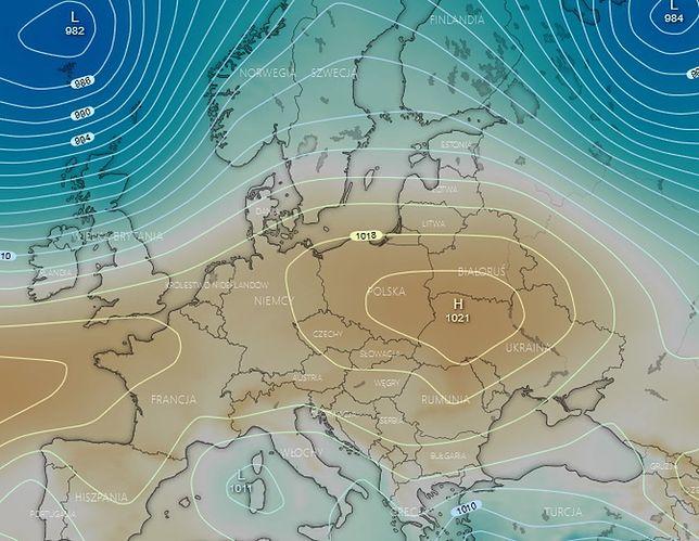 Pogoda. Spodziewana sytuacja synoptyczna w piątek - obszar Polski w zasięgu stabilnego układu wyżowego