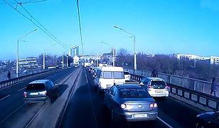 Kierowcy vs komunikacja miejska
