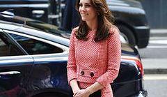 Kate Middleton w biało-czerwonej kracie