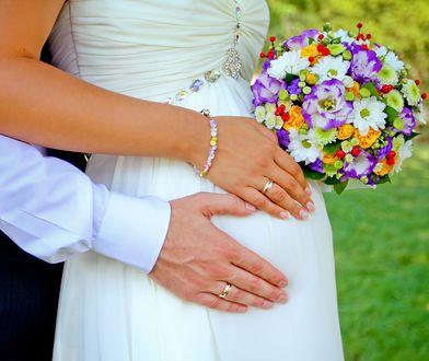 Ślub w zaawansowanej ciąży to okazja, aby suknią pięknie podkreślić brzuszek