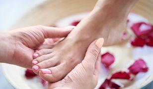 ABC higieny stóp latem. Uniknij dyskomfortu i przykrych dolegliwości