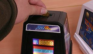 Retro mini-automat do gier z funkcją skarbonki