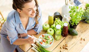 W trakcie głodówki organizm odżywia się kosztem nagromadzonych wewnątrz zapasów.