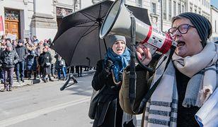 Tęczowa Matka Boska. Elżbieta Podleśna oskarża ministra o kłamstwo