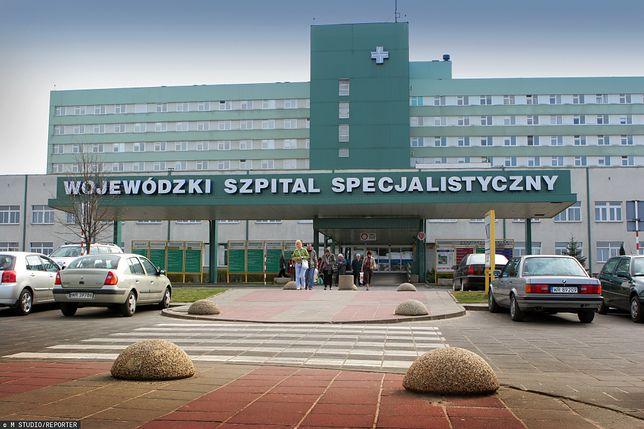 """Koronawirus w Polsce. Szpitalowi w Radomiu brakuje pracowników. """"Musimy szukać wolontariuszy"""""""