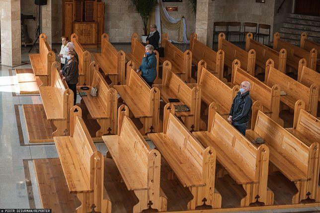Wierni w trakcie mszy