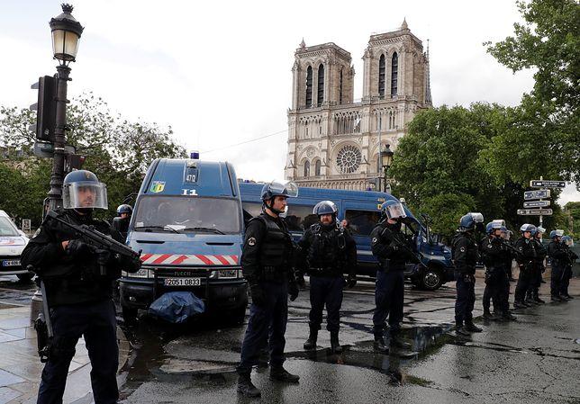 Miejsca ataku przed katedrą Notre Dame w Paryżu