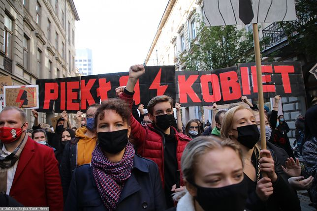 Strajk Kobiet w całej Polsce. Tysiące protestujących na ulicach. Relacja na żywo