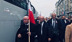 Marsz Biało-Czerwony: Kaczyński ma swoją flagę. Jest wyjątkiem wśród polityków