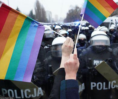 """""""Kochajcie mnie, mamo i tato"""". Akcja wsparcia dla nastolatków LGBT"""