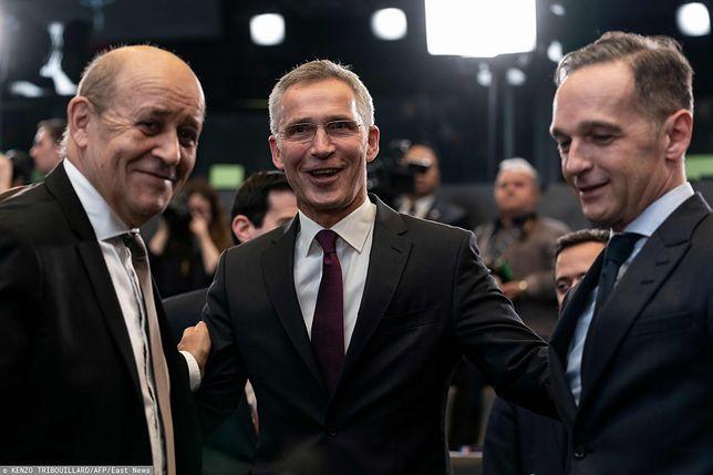 NATO w kryzysie. Nad możliwymi rozwiązaniami rozmawiają sekretarz Jens Stoltenberg (w środku) i szefowie dyplomacji Francji i Niemiec