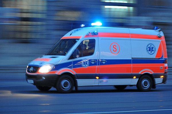 Rodzina potrącona na pasach w Warszawie. Dwoje dzieci i dziadek w szpitalu