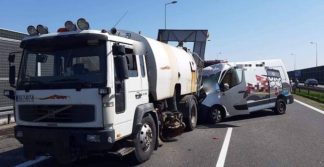 Wypadek na A4. Bus uderzył w pojazd obsługi autostrady