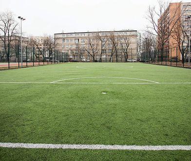 Jedno z boisk ze sztuczną nawierzchnią (zdj. ilustracyjne)