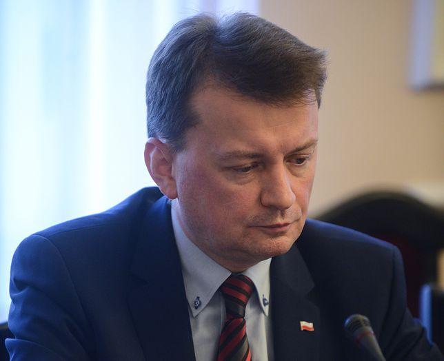 """Błaszczak stwierdził, że kryzys migracyjny został spowodowany przez """"nieodpowiedzialne działanie liderów niektórych państw""""."""