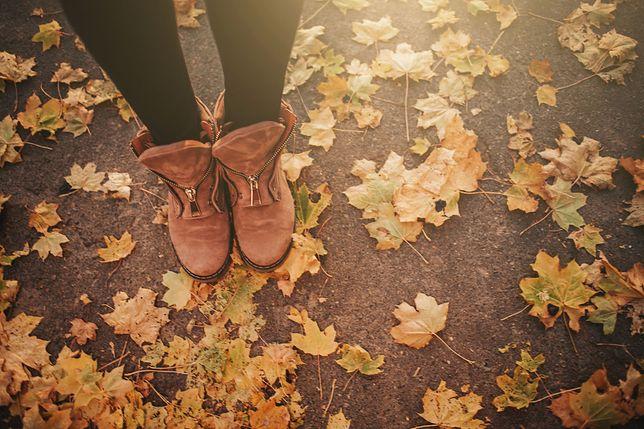 Zamszowe botki jesienią - sposoby czyszczenia