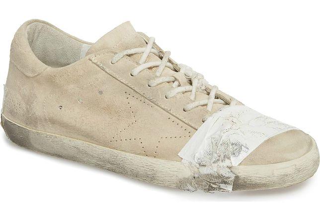 """Model """"Superstar Taped Sneaker"""" mimo wygórowanej ceny szybko zniknął ze sklepów."""
