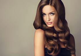 Długie włosy - modne i szybkie fryzury, upięcia na trening