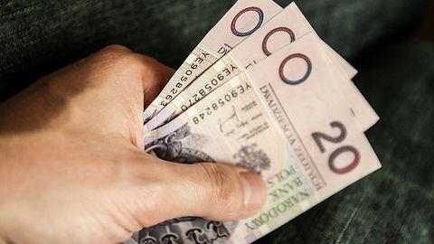 Policja ostrzega przed fałszywymi bankowcami. Mężczyzna stracił 30 tys. złotych