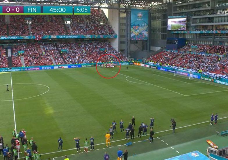 Piłkarz upadł na murawę. Atak serca i reanimacja. Dramat na Euro 2020