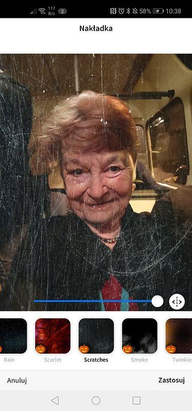 Stara wiedźma w starym autobusie