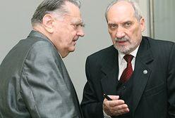Antoni Macierewicz postawił nagrobek byłemu premierowi. Wdowa dziękuje