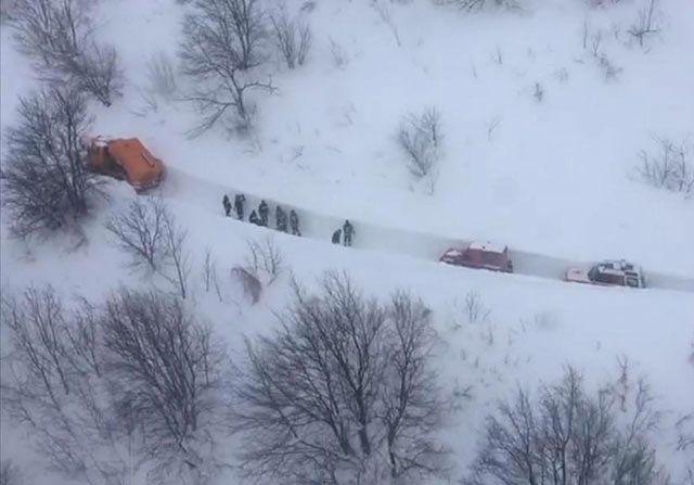 Z zasypanego hotelu wydobyto 3 ciała; ponad 20 zaginionych