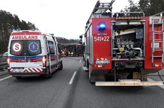 Na miejscu wypadku na A1 w Łodzi pracują służby