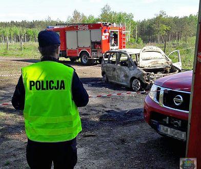 Biegli ustalili źródło pożaru w samochodzie znalezionym pod Namysłowem, gdzie znaleziono odkryto ciała Chińczyków