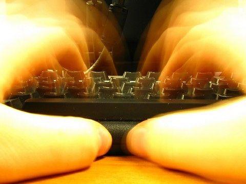 Wolno piszesz na klawiaturze? Tracisz cenny czas!