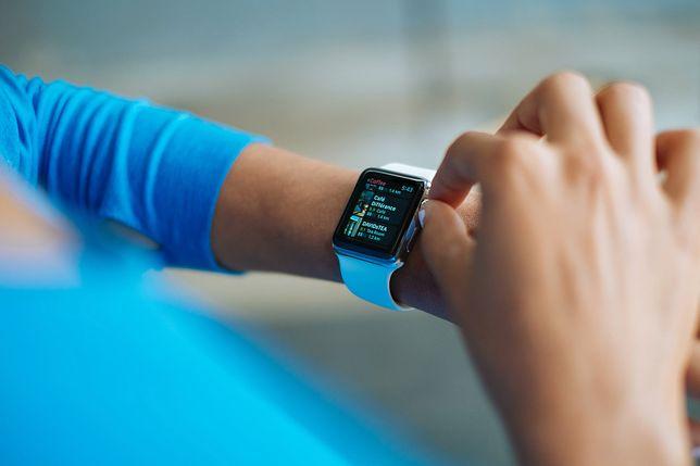 Smartwatch, opaska sportowa czy zegarek analogowy – na co się zdecydować?