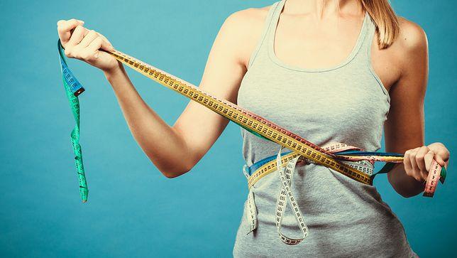 Liposukcja pozwala na usunięcie nadmiaru tłuszcza, m.in. z okolicy brzucha