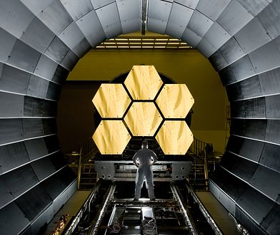 Lustra teleskopu pokryte są złotem o łącznej wadze 48 gramów