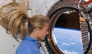 Jak myje się włosy w kosmosie? To nie takie proste!