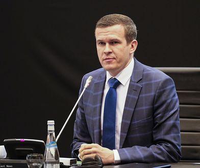 """Tabloid opublikował adres byłego ministra PiS. Witold Bańka zapowiada """"konsekwencje prawne"""""""