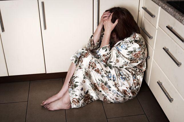 """Została zgwałcona, ale koszmar trwał dalej. Lekarz wykonał upokarzający """"test dwóch palców"""""""