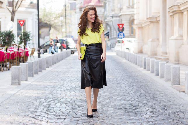 Czarne spódnice dla dojrzałych kobiet. Idealne do pracy i na co dzień