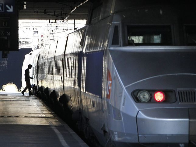 """Poufną notę francuskiej policji ujawnił """"LeParisien"""". Zamachowcy będą starali się wykoleić pociąg?"""