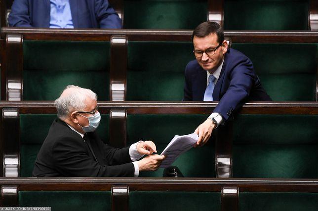 Najnowszy sondaż. Jarosław Kaczyński i Mateusz Morawiecki. Duża różnica w poparciu