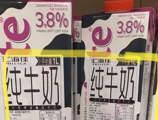 Mleko Łaciate z chińską etykietą trafiło do polskiego Tesco. Nietypowa pomyłka