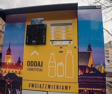 Warszawa. Recyklomaty wciąż głodne. Pojemniki na szkło i plastik rozmnażają się leniwie