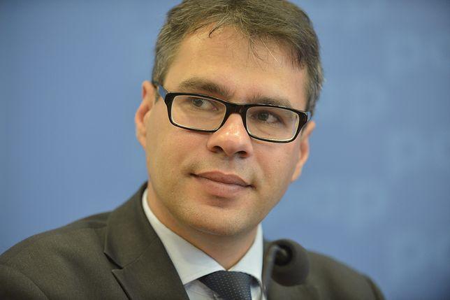 Michał Karnowski broni Magdaleny Ogórek. W dość paskudnym stylu.