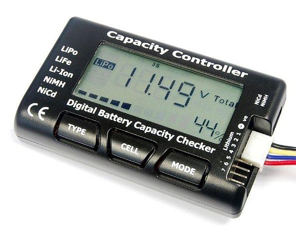 Miernik napięcia i pojemności baterii - bardzo przydatne akcesorium