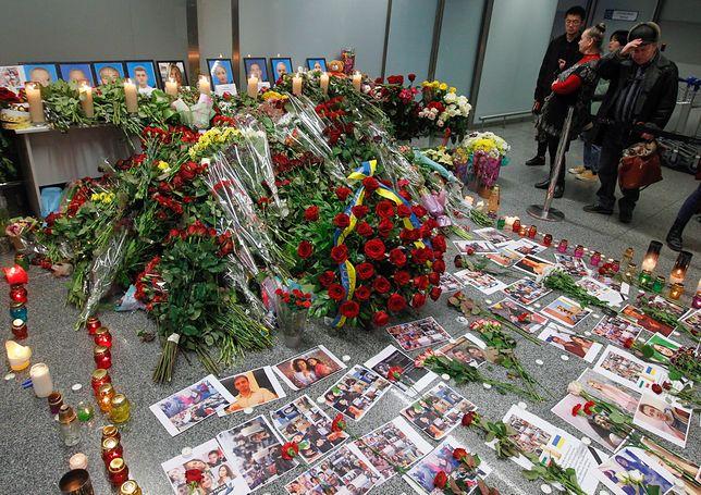 Ukraina. Obywatele żegnają ofiary tragedii.