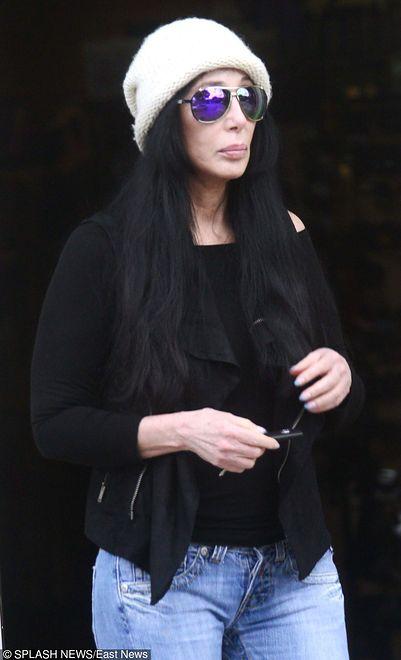 """Cher broni Meryl Streep. """"Pięć tygodni po cesarskim cięciu, rzuciła się na wielkiego mężczyznę atakującego kobietę"""""""