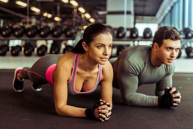 Mężczyźni dwukrotnie częściej niż kobiety regularnie uprawiają sport