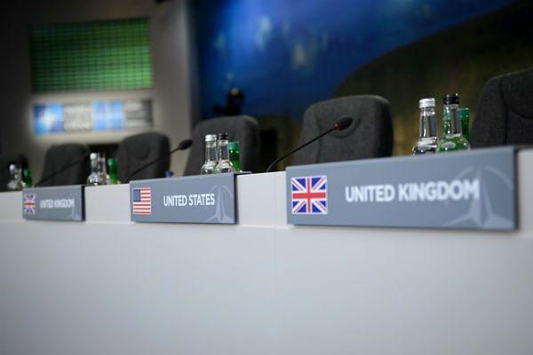 W pierwszej sesji obrad udział wezmą przywódcy 28 państw Sojuszu oraz 27 krajów partnerskich NATO