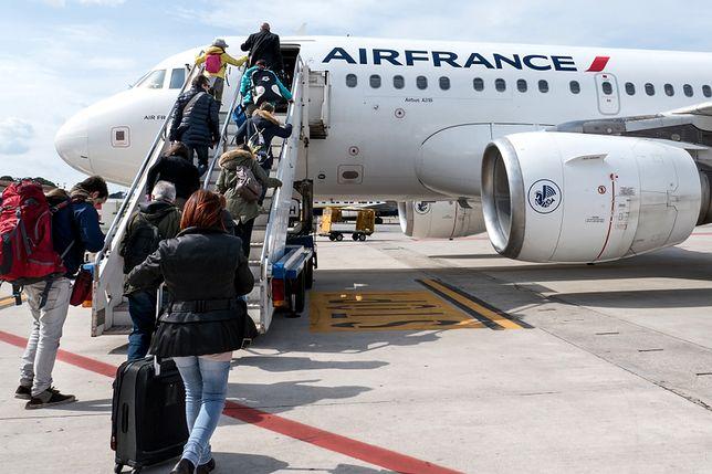 Stewardessy z Air France oburzone. Zalecono im nosić hidżaby i spodnie